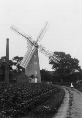 Tower mill, Bredfield, with chimney