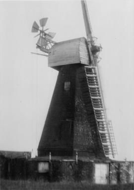 West Hougham Mill, Hougham, missing two sweeps and two fan blades