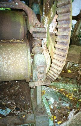 Photograph of a horizontal three-roll crusher, Marie Galante, Guadeloupe