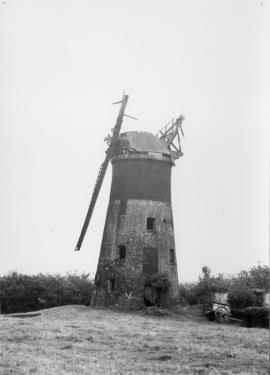 Tower mill, South Leverton, derelict