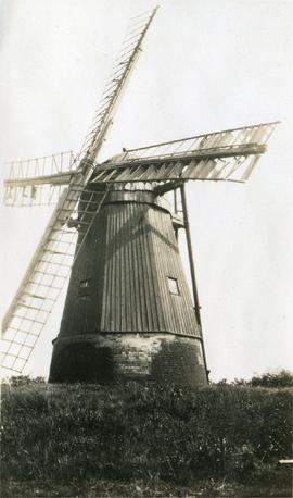 Smock mill, West Wratting, with roundhouse