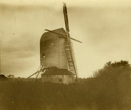 Post mill, Brenzett, with two sweps and two midlings