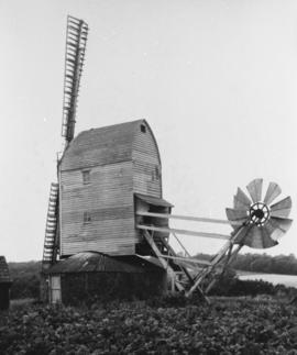 Elmer's Mill, Woolpit, working on 2 sails