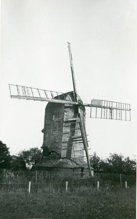 Post mill, Broxted, in decline