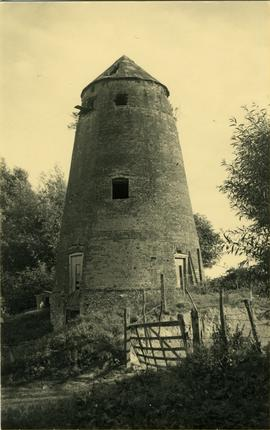 Derelict tower, tower mill, Edlesborough