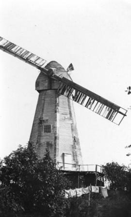 White Mill, Bethersden, with two sweeps