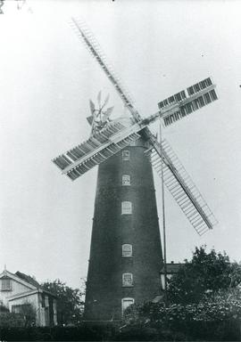 Buttrum's Mill, Woodbridge, with sails and fantail