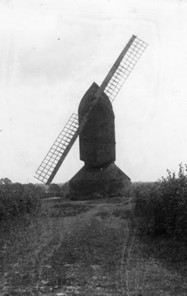Bailey's Farm Mill, Coolham, with two sweeps