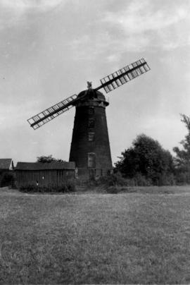 Tower mill, Debenham, with two sails
