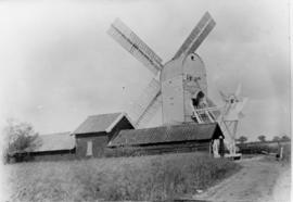 Post mill, Bedingfield, with outbuildings