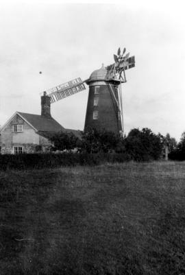 Tower mill, Debenham, with two sails and fantail