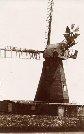 West Hougham Mill, Hougham, with damaged sweeps
