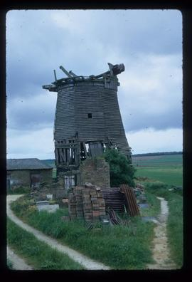 Mill Hill, Gamlingay, derelict, with windshaft