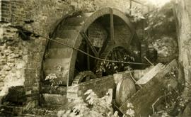 Waterwheel and gearing, Darent Mill, Westerham