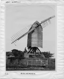 Post mill, Rolvenden, dilapidated, two broken sweeps and exposed base
