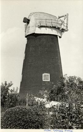 Tower mill, Blundeston, with cap but no stocks or fantail