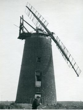 Hook's Windmill, Guilden Morden, derelict