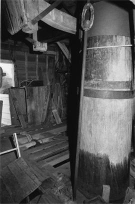 Spout floor showing main post, New Mill, Cross in Hand