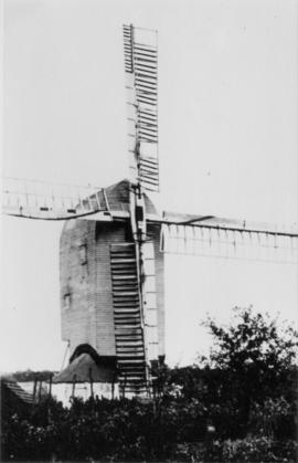 Post mill, Brenzett, in working order