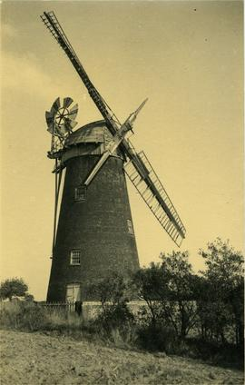 Tower mill, Ingham, with two sails only