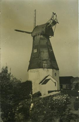 Smock mill, Sutton Valence, in poor condition, missing stage, prior to demolition
