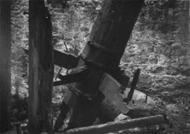Vertical shaft and remains of spur wheel, Winfield Mill, Plaxtol
