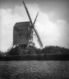Post mill, Ashurst, in a poor condition