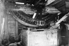 Spur wheel and stone nut, post mill, Westhall