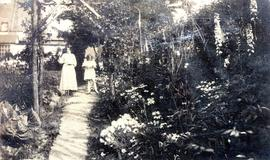 Photograph of Rhoda Russell and niece Helen West